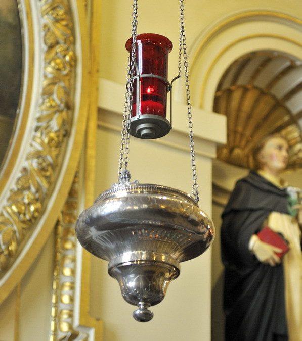 lampe du sanctuaire, paroisse Sainte-Famille de Valcourt