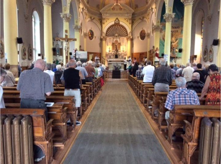 assemblée à Sainte-Anne, paroisse Sainte-Famille de Valcourt