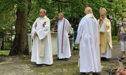 célébrants fête de Sainte Anne, église Sainte-Anne-de-la-Rochelle, paroisse Sainte-Famille de Valcourt