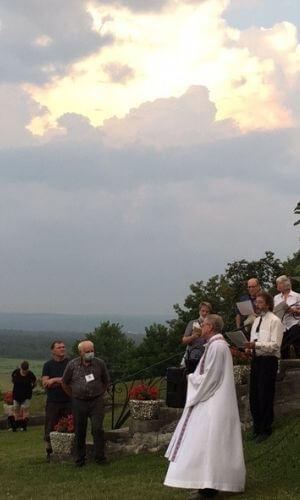 Nous avons terminé la journée sous un ciel magnifique avec notre pasteur l'abbé Laurent Paré.